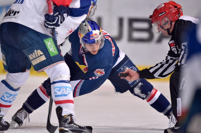 MUNICH,GERMANY,15.FEB.15 - ICE HOCKEY - DEL, Deutsche Eishockey Liga, EHC Red Bull Muenchen vs Adler Mannheim. Image shows Garrett Roe (RB Muenchen). Photo: GEPA pictures/ Florian Ertl - For editorial use only. Image is free of charge. GEPA pictures/ Florian Ertl