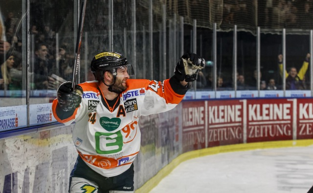 27.02.2015, Eisstadion Liebenau, Graz, AUT, EBEL, Moser Medical Graz 99ers vs EC KAC, 52. Runde, im Bild Olivier Latendresse (Moser Medical Graz 99ers) // Olivier Latendresse (Moser Medical Graz 99ers) during the Erste Bank Icehockey League 52nd Round match between Moser Medical Graz 99ers and EC KAC at the Ice Stadium Liebenau, Graz, Austria on 2015/02/27, EXPA Pictures © 2015, PhotoCredit: EXPA/ Erwin Scheriau EXPA