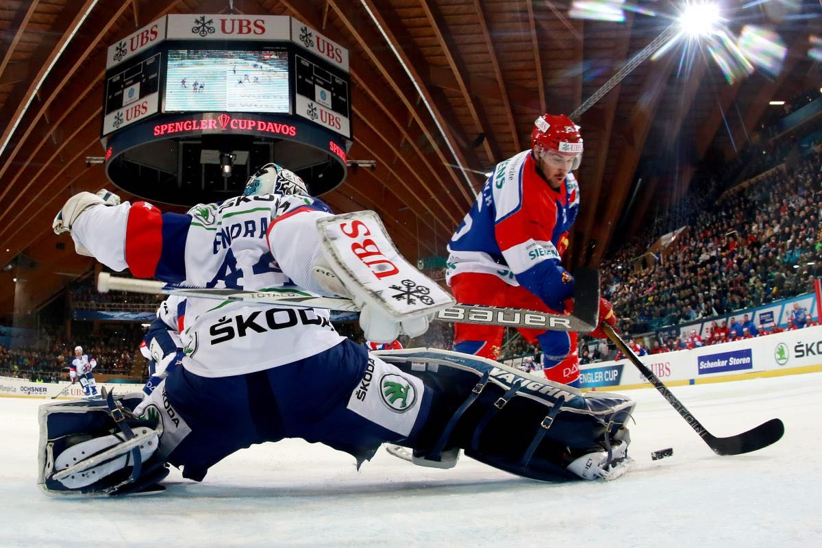 Mannheim's goalkeeper Dennis Endras, left, fight for the puck with Helsinki's Pekka Jormakka, right, during the game between Finland's Jokerit Helsinki and Germany's Adler Mannheim at the 89th Spengler Cup ice hockey tournament in Davos, Switzerland, Sunday, December 27, 2015. (EQ Images/Pascal Muller) PASCAL MULLER